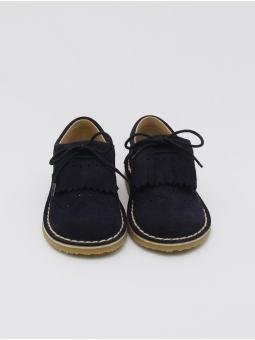 Zapato de serraje con lengüetas de flecos