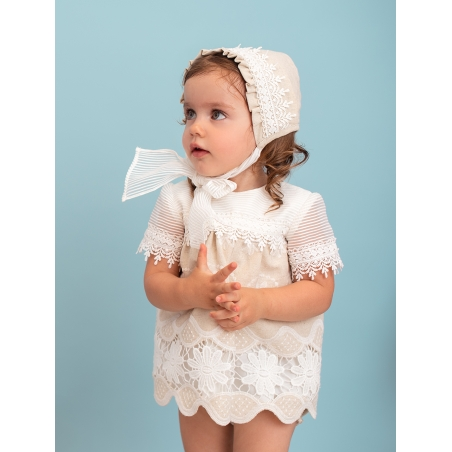 Baby girl bonnet with guipure