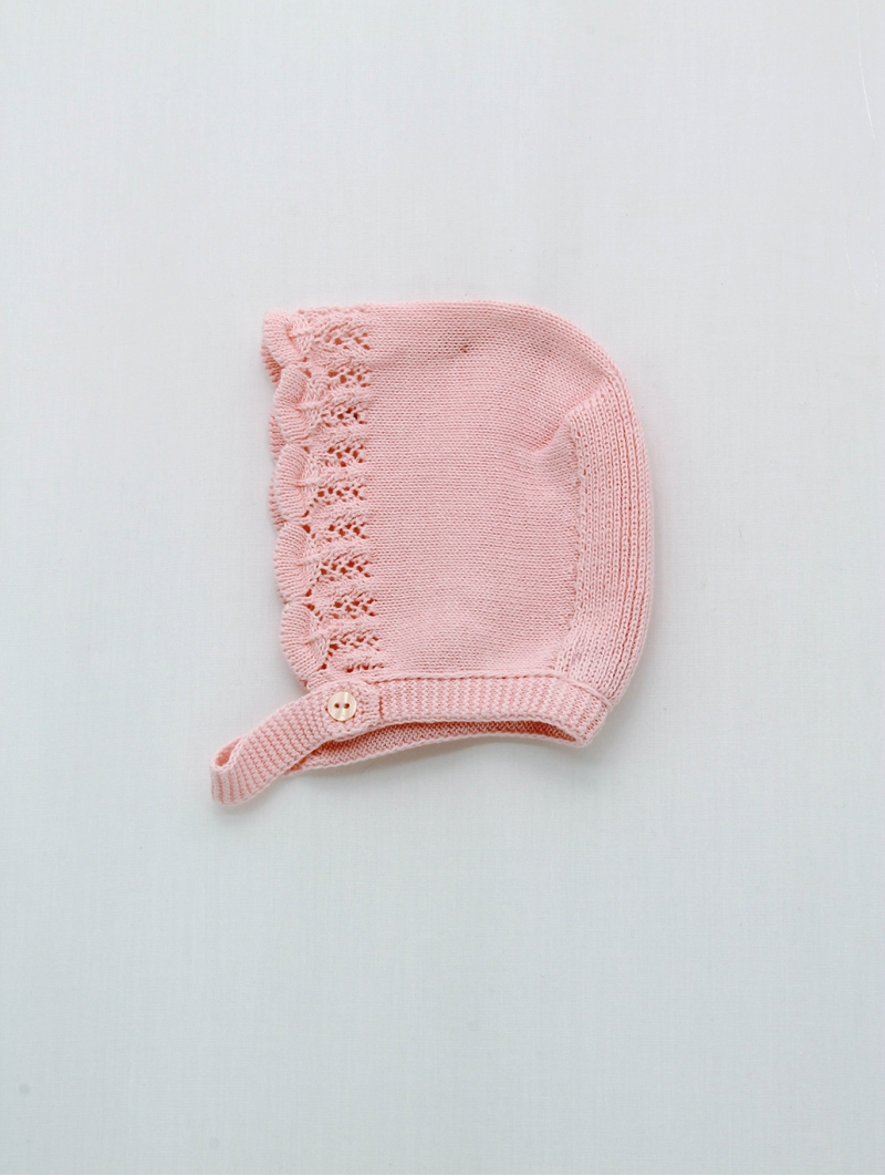 Baby girl bonnet with wave start