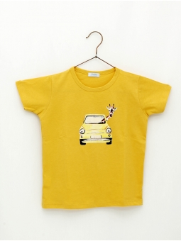 Boy T-shirt with giraffe by car print