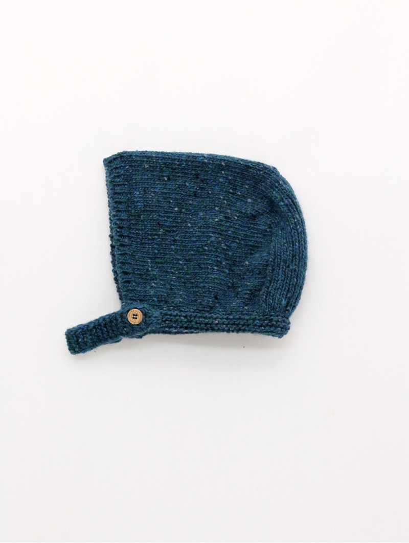 Baby bonnet with button