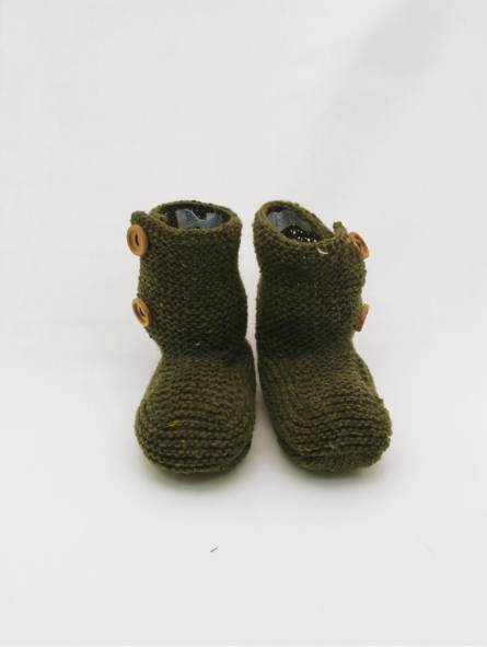 Knitted booties in marbled yarn