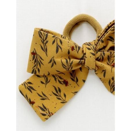 Girl scrunchie with mustard pattern bow