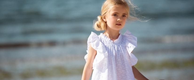 Vestidos e blusas de banho para menina